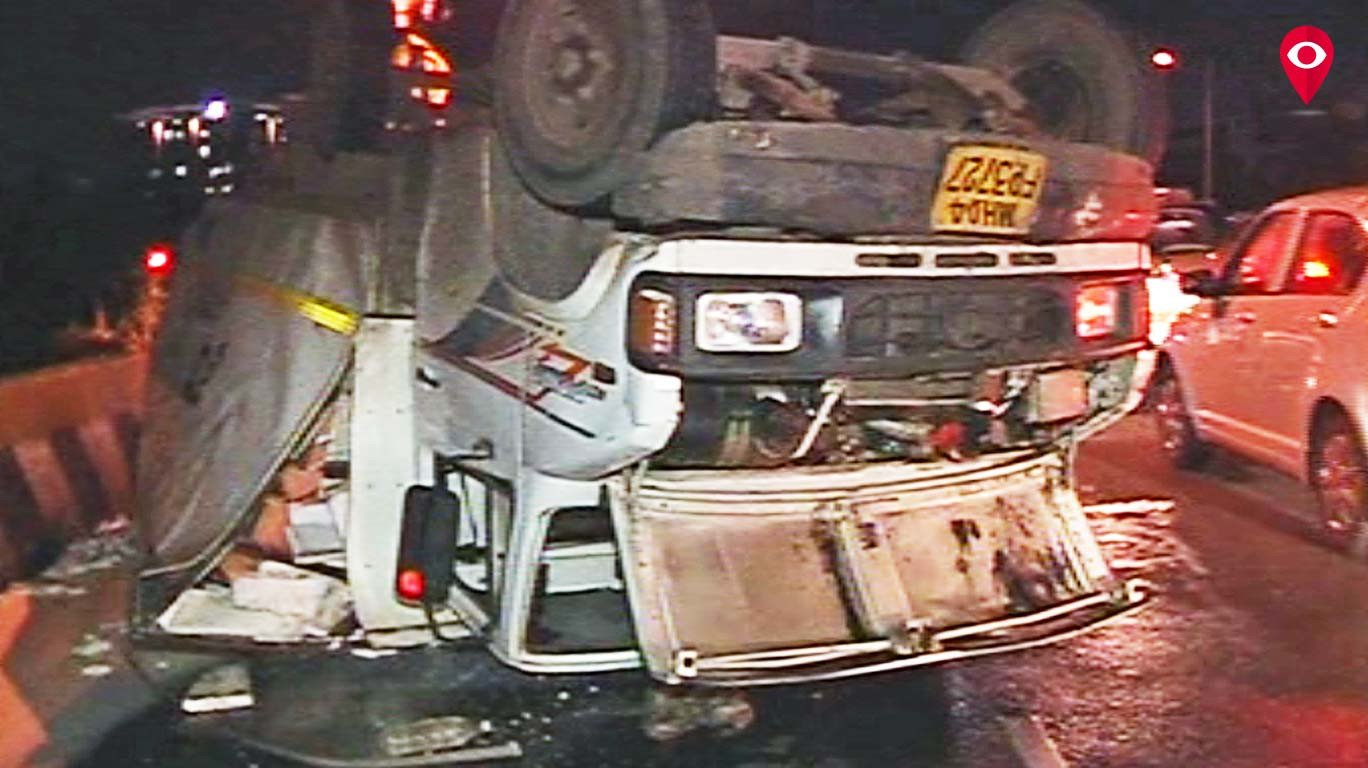 अपघात बघायला रस्त्यावर थांबू नका; तुमचाही अपघात होईल!