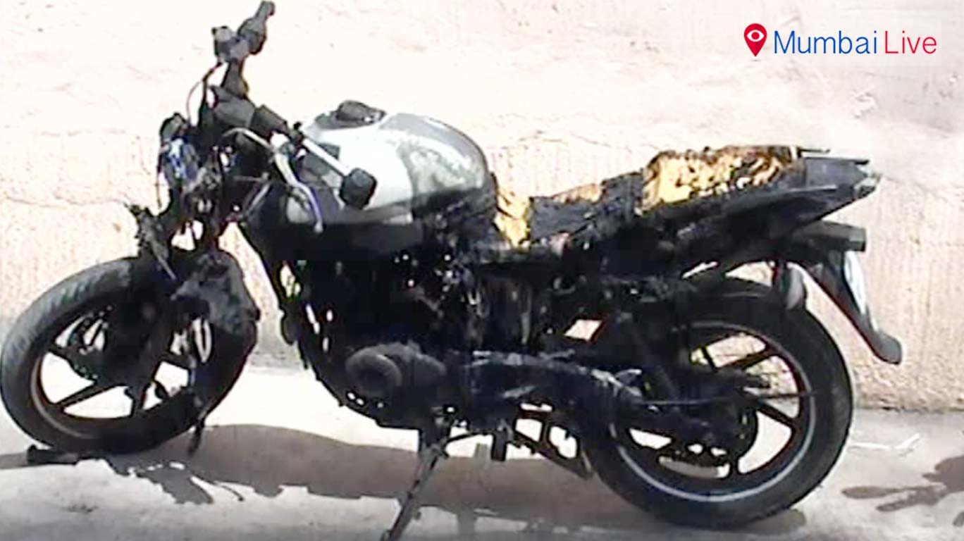An unknown person sets six bikes on fire at Dahisar
