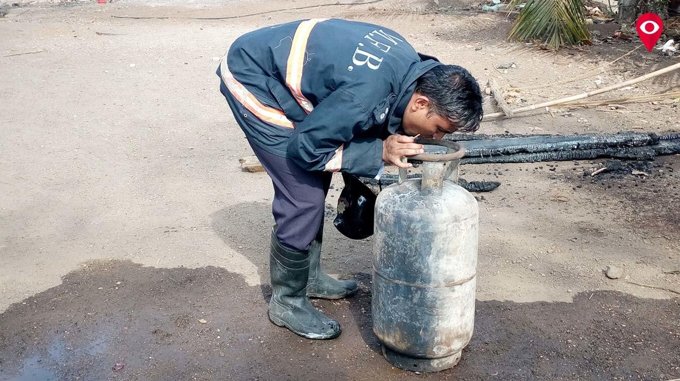सिलेंडर स्फोटात रे रोडमधील 20 झोपड्या जळून खाक