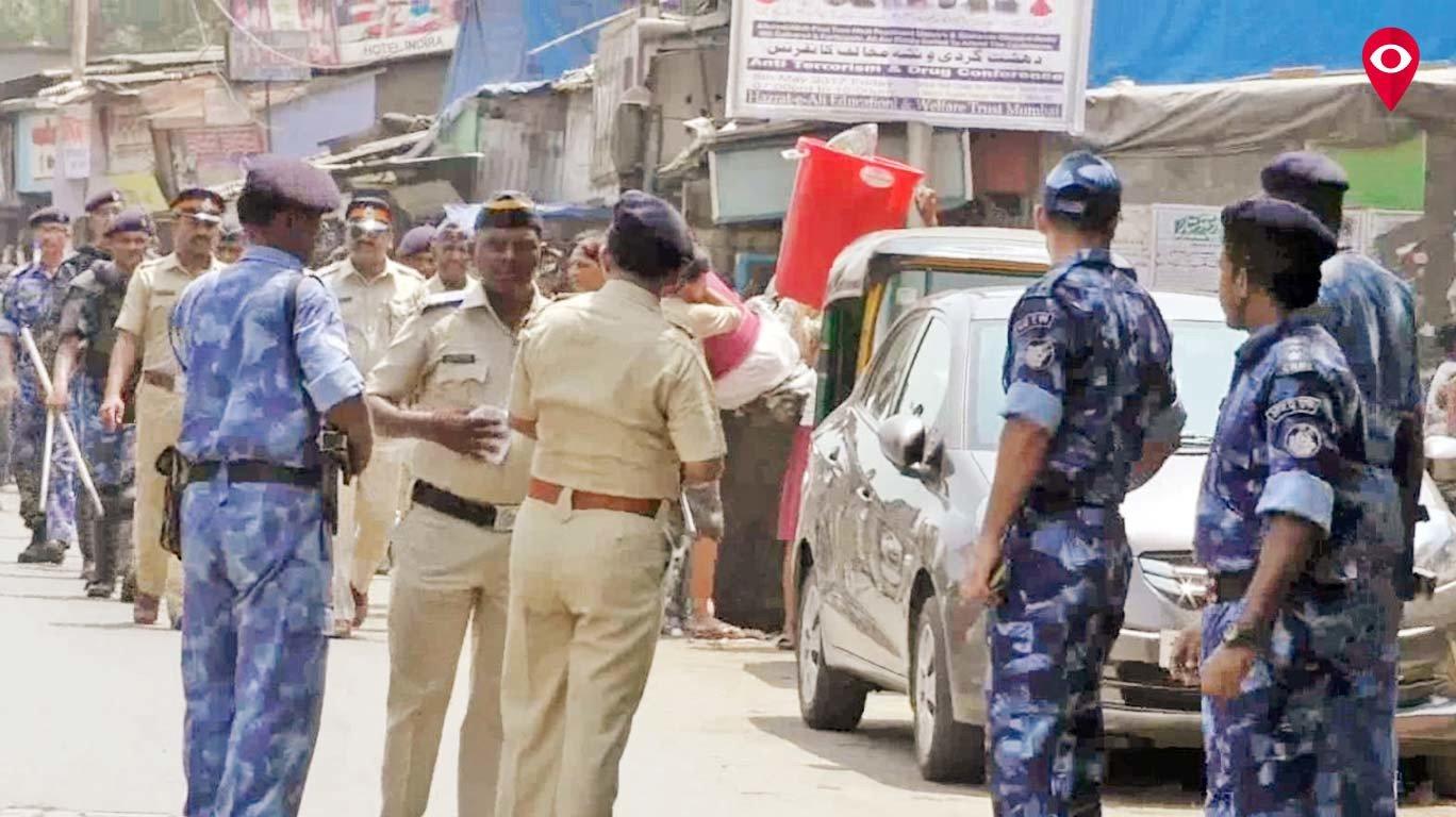 पुलिस का रुट मार्च