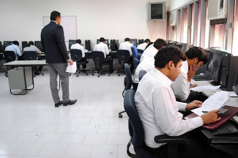 डिग्रीअाधीच अायअायटीच्या विद्यार्थ्याला १.३९ कोटींची नोकरी