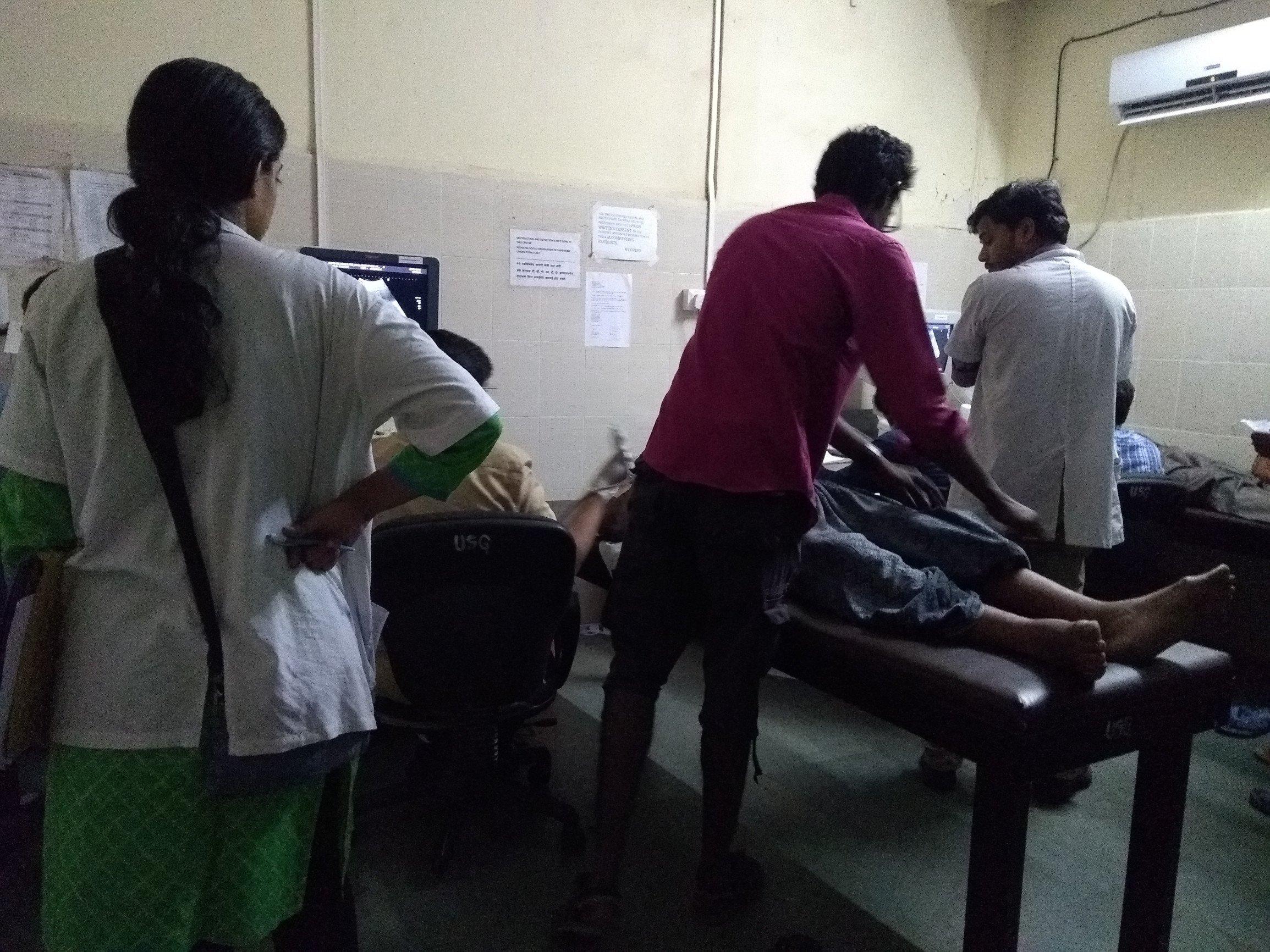 एका डॉक्टरवर हजार रुग्णांचा भार, सायन रुग्णालयात सोनोग्राफीला येणाऱ्या रुग्णांचे हाल
