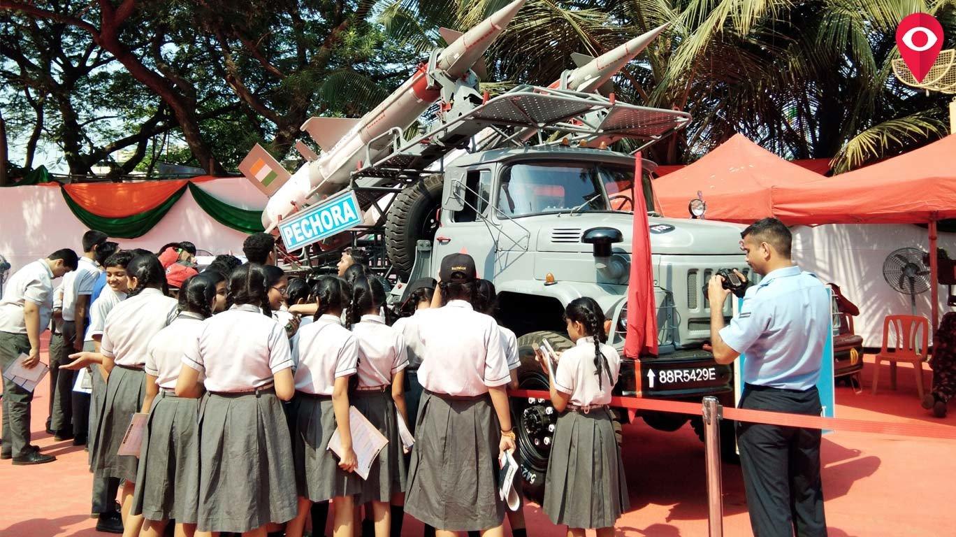 मुंलुंड में वायु सेना के उपकरणों का प्रदर्शन