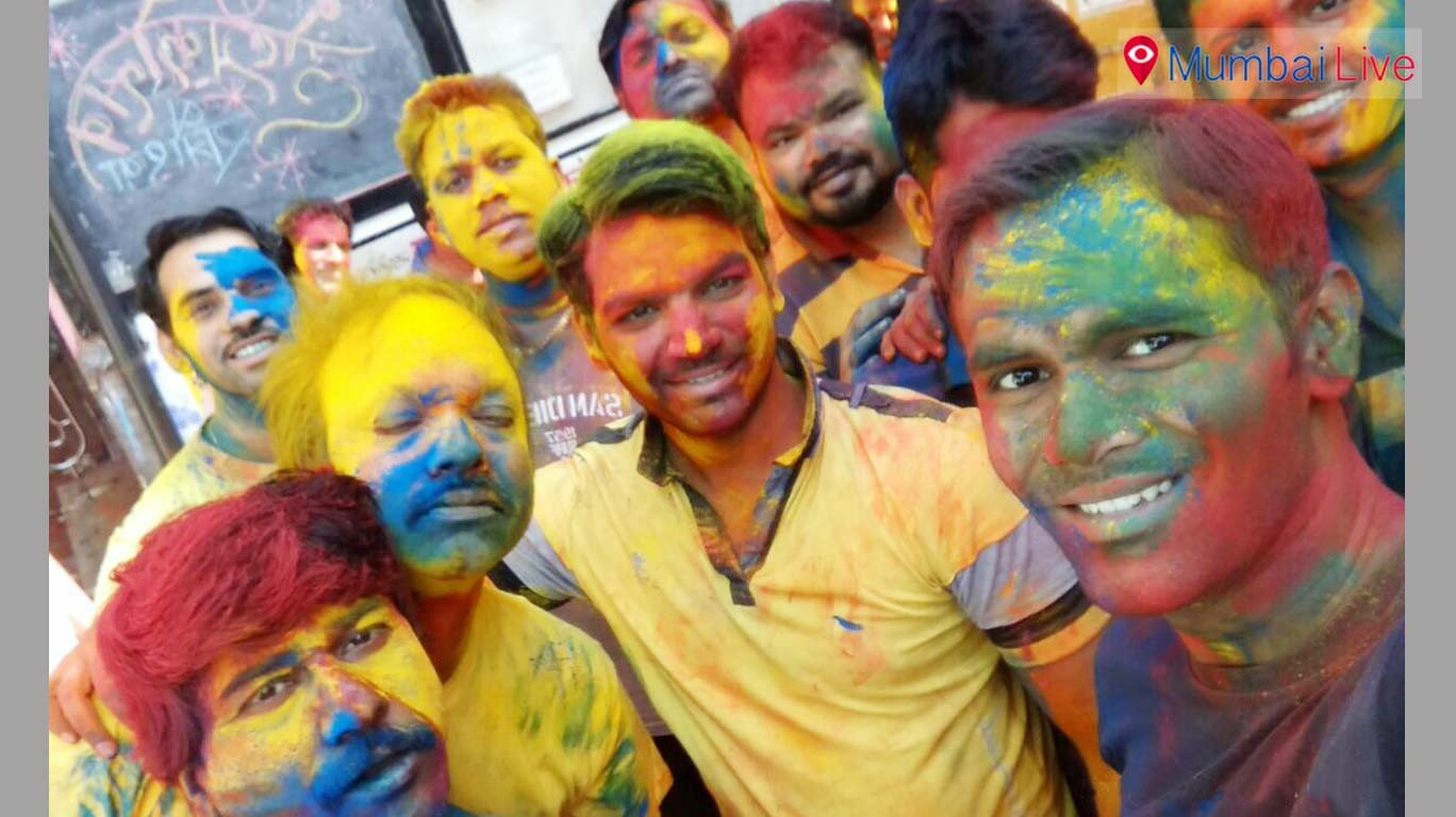 Youth celebrate Holi with dry colours to save water