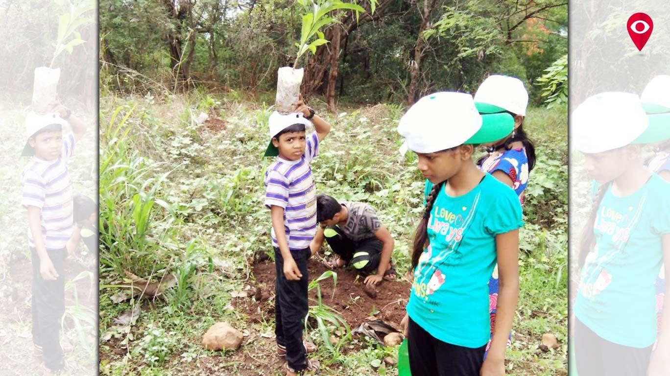 पर्यावरण संवर्धनासाठी आरेमध्ये लावली 300 झाडे