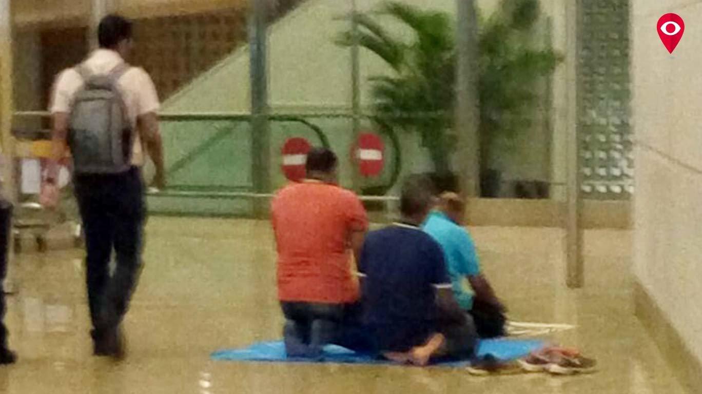 मुंबई आंतरराष्ट्रीय विमानतळावर नमाजावरून वाद