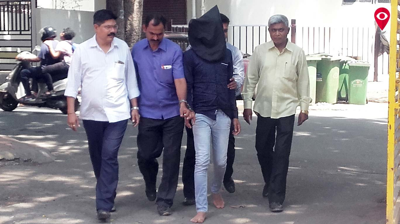 Guy makes lakhs by masquerading as a girl
