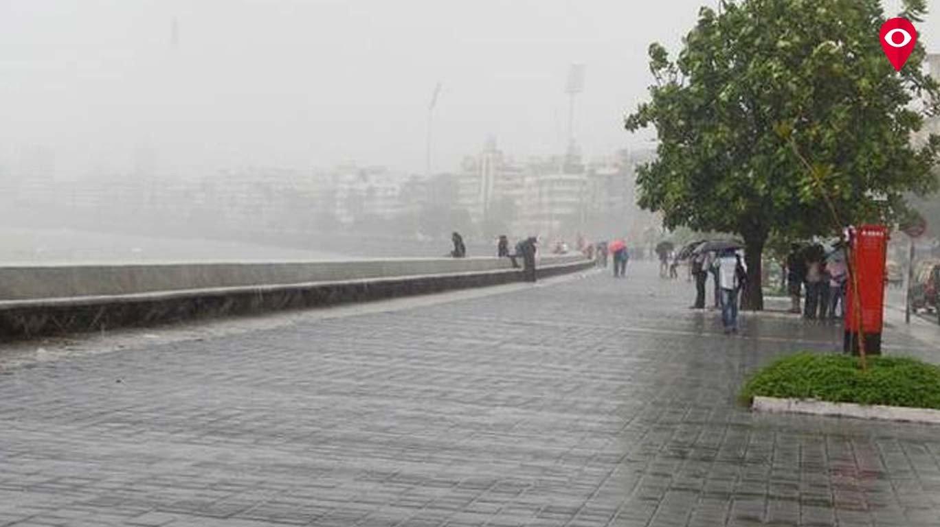 मुंबई के बारिश की बात ही कुछ और है..