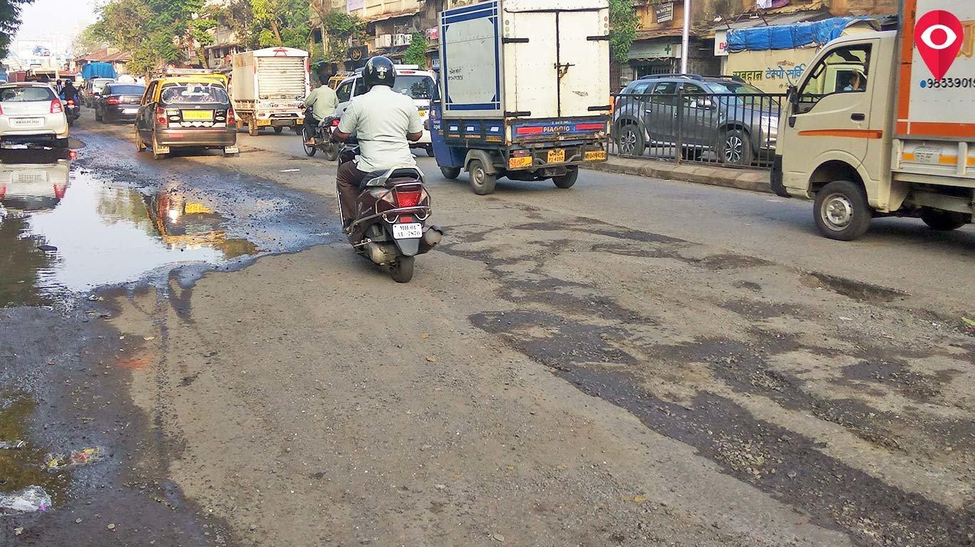 दो दिन की बारिश में ही मुंबई की सड़क में पड़े गड्ढे !