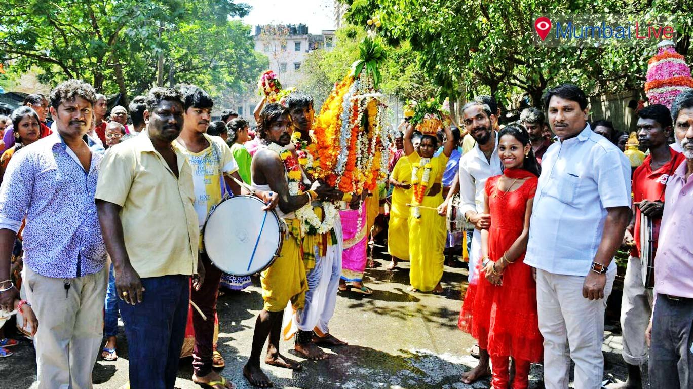 Devotees throng for Sheetla Devi procession