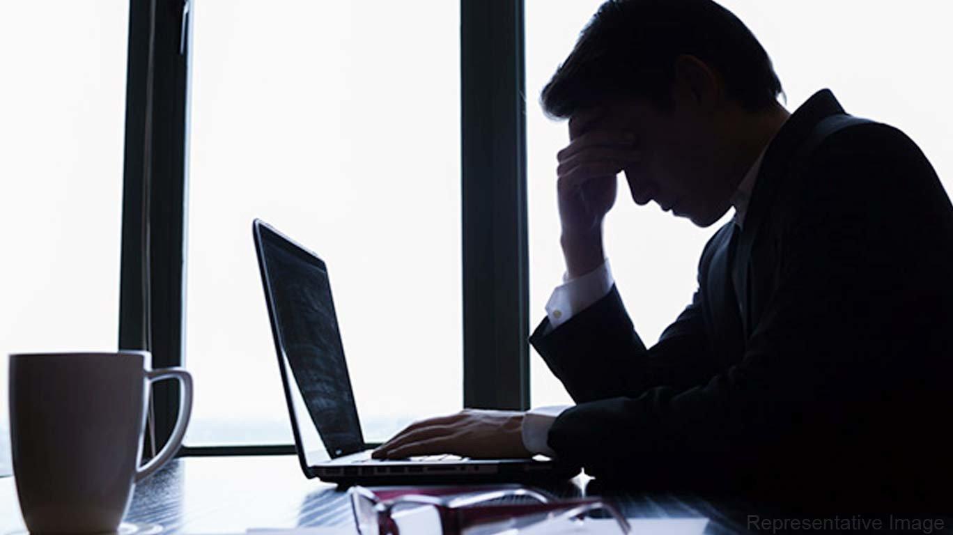 जागतिक मानसिक आरोग्य दिन विशेष - कामाच्या तणावात जातंय निम्म आयुष्य!