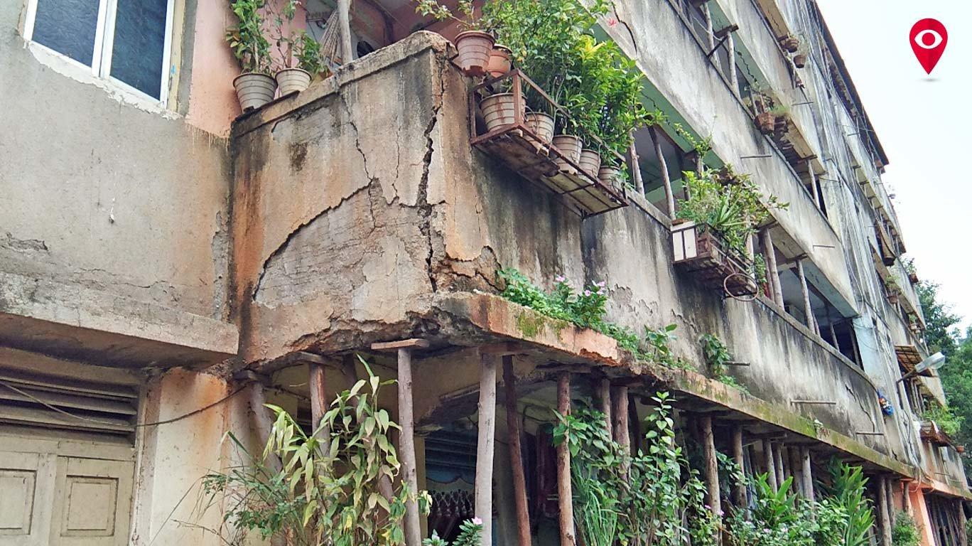बांबूच्या टेकूवर अख्ख्या इमारतीचा भार, विक्रोळीतील म्हाडाची जीवघेणी इमारत