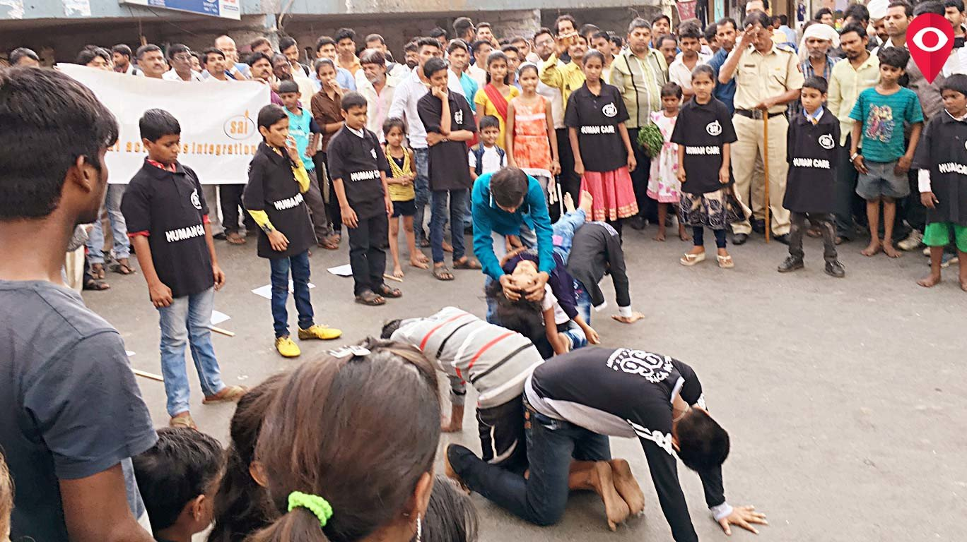 Sex-workers' children performed a flash mob at Dadar on Children's Day