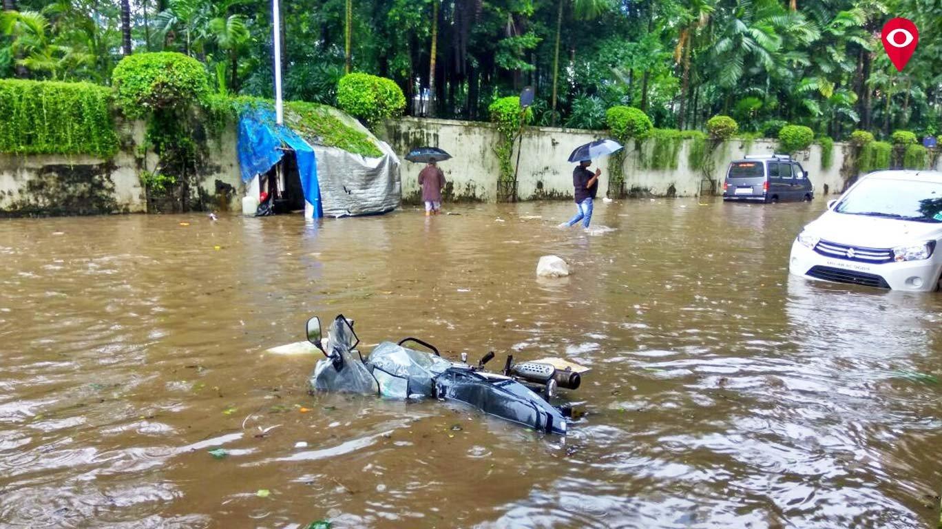 तस्वीरों की जुबानी -  पानी पानी मुंबई!