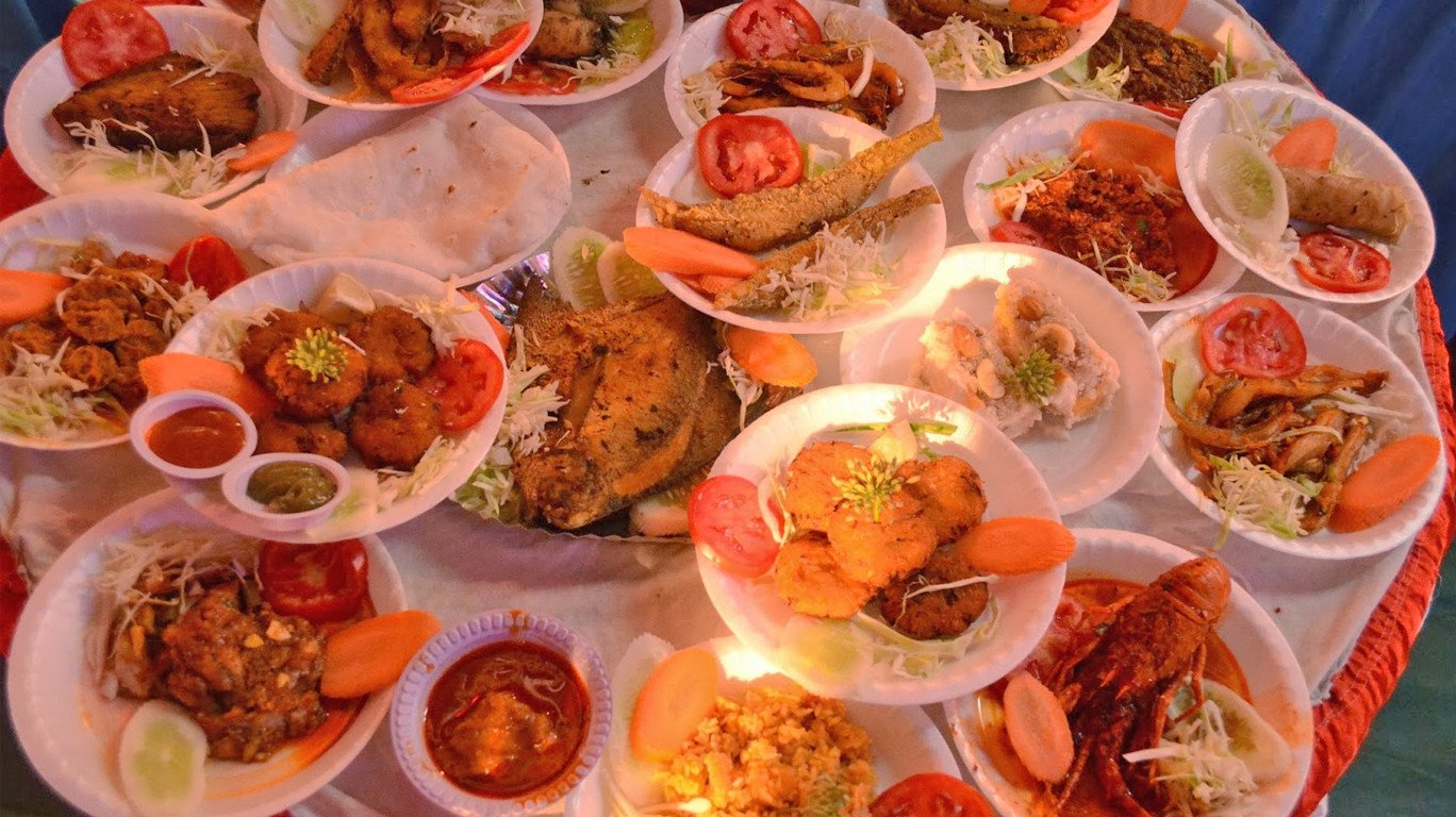 Seafoodies delight! Enjoy the coastal delicacies at 'Versova Seafood Festival' over the long weekend