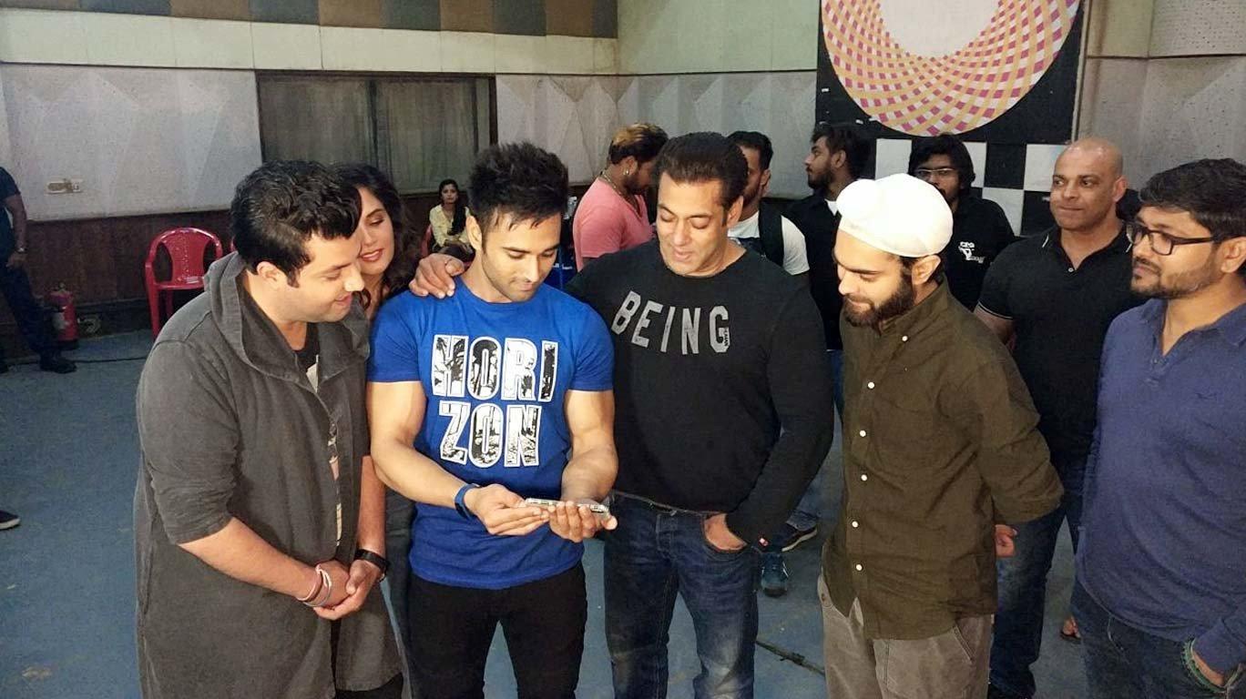सलमान खान के साथ फुकरों की मस्ती, पहले दिन 'फुकरे रिटर्न्स' ने कमाए इतने करोड़!