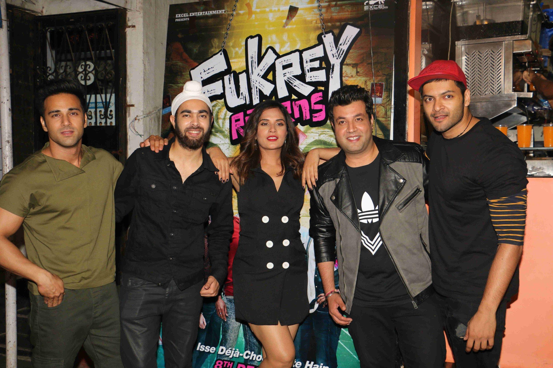 फुकरों की मुंबई के फेमस फुकरे प्लेसेस में मस्ती!