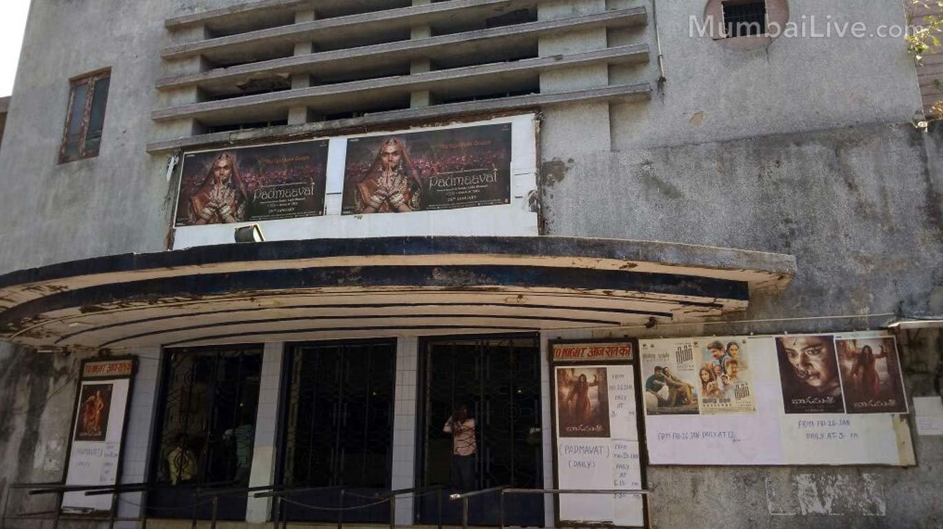 ना 'खान'दान, ना 'कपूर अॅण्ड सन्स', भोजपुरी सिनेमाच मुंबईतील सिंगलस्क्रीनचा तारणहार!