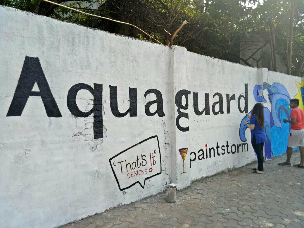 Rotaract Club of HR College paint walls and graffiti at Worli