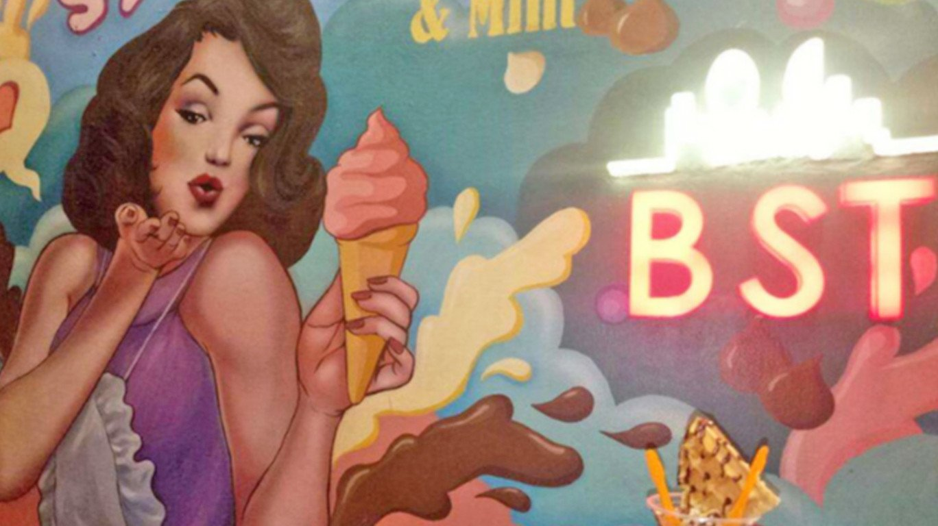 Bombay Street Treat: Wall Art, Ice Cream, and more colour has come your way!