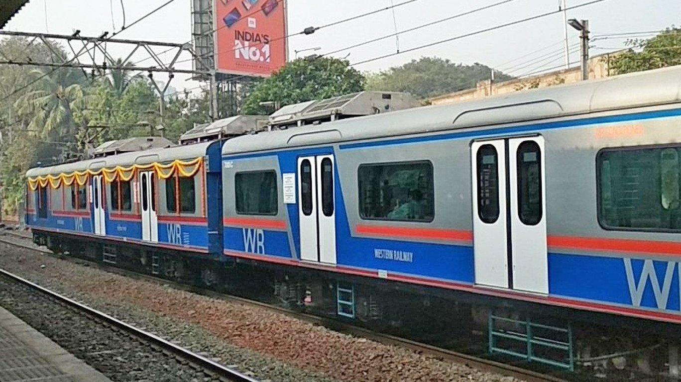 रेलवे की नई पहल , ऐसी लोकल में बैठकर खरीदे टिकट !