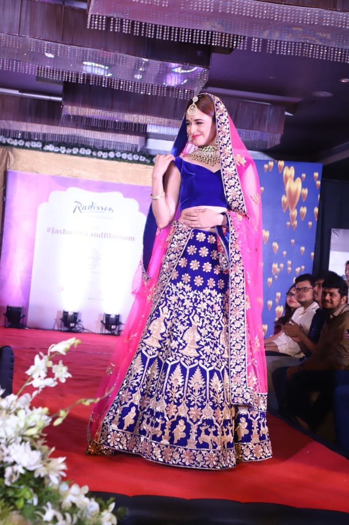 Yuvika Chaudhary walks the ramp at Radisson Mumbai's Jashn