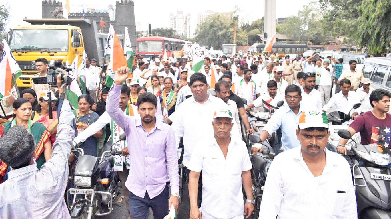 बढ़ते तेल के दामों के विरोध में एनसीपी का 'कुछ मीठा हो जाए' आंदोलन