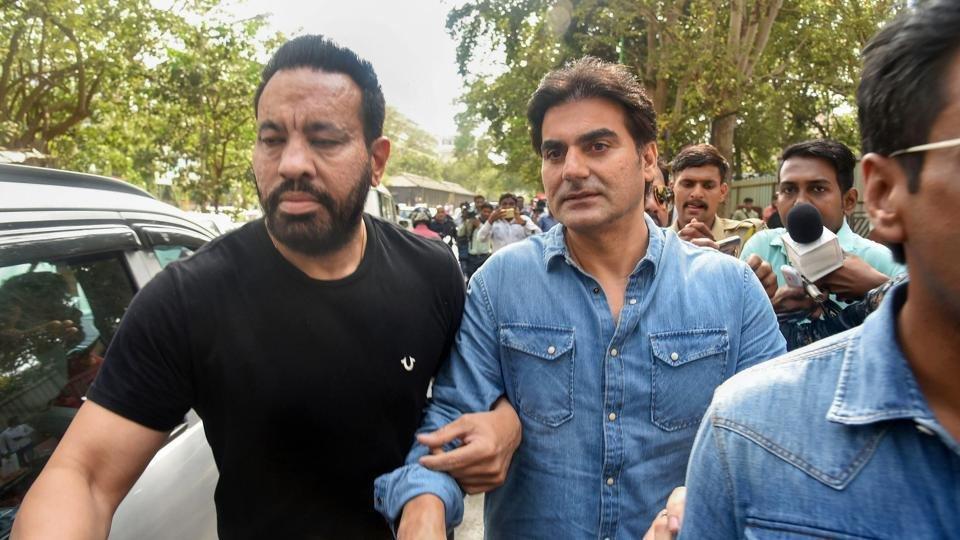 अरबाज के बचाव में उतरे सलीम खान, बोले - क्रिकेट सट्टेबाजी लीगल क्यों नहीं?