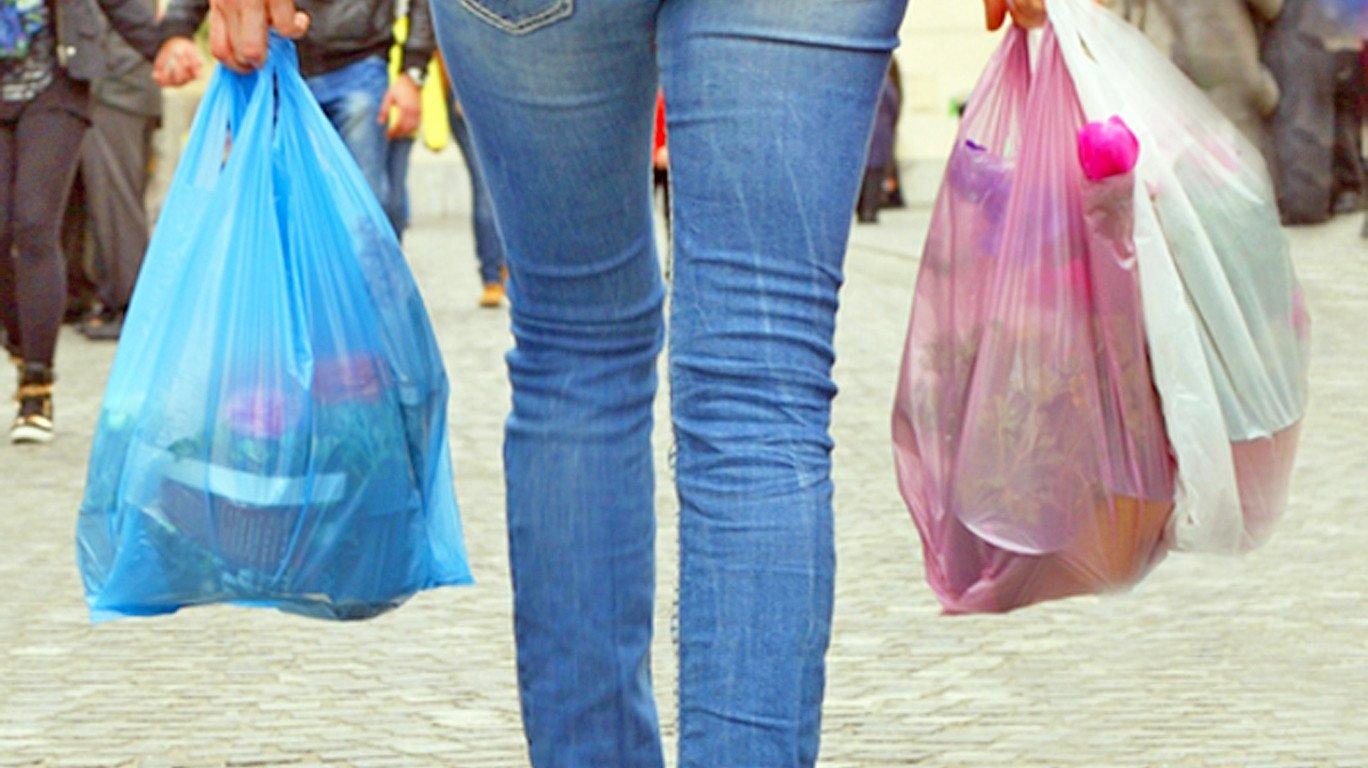 प्लास्टिक बंदी : हातात पिशवी सापडल्यास २०० रुपये दंड