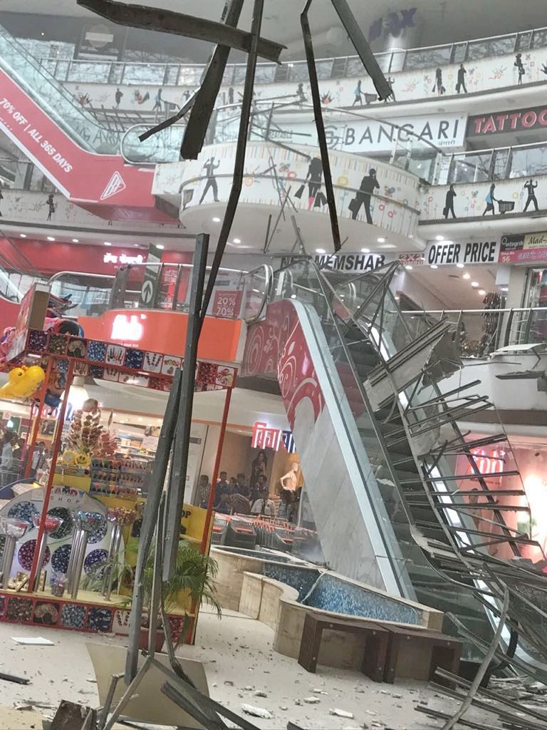 Portion of ceiling falls at Raghuleela Mall in Vashi