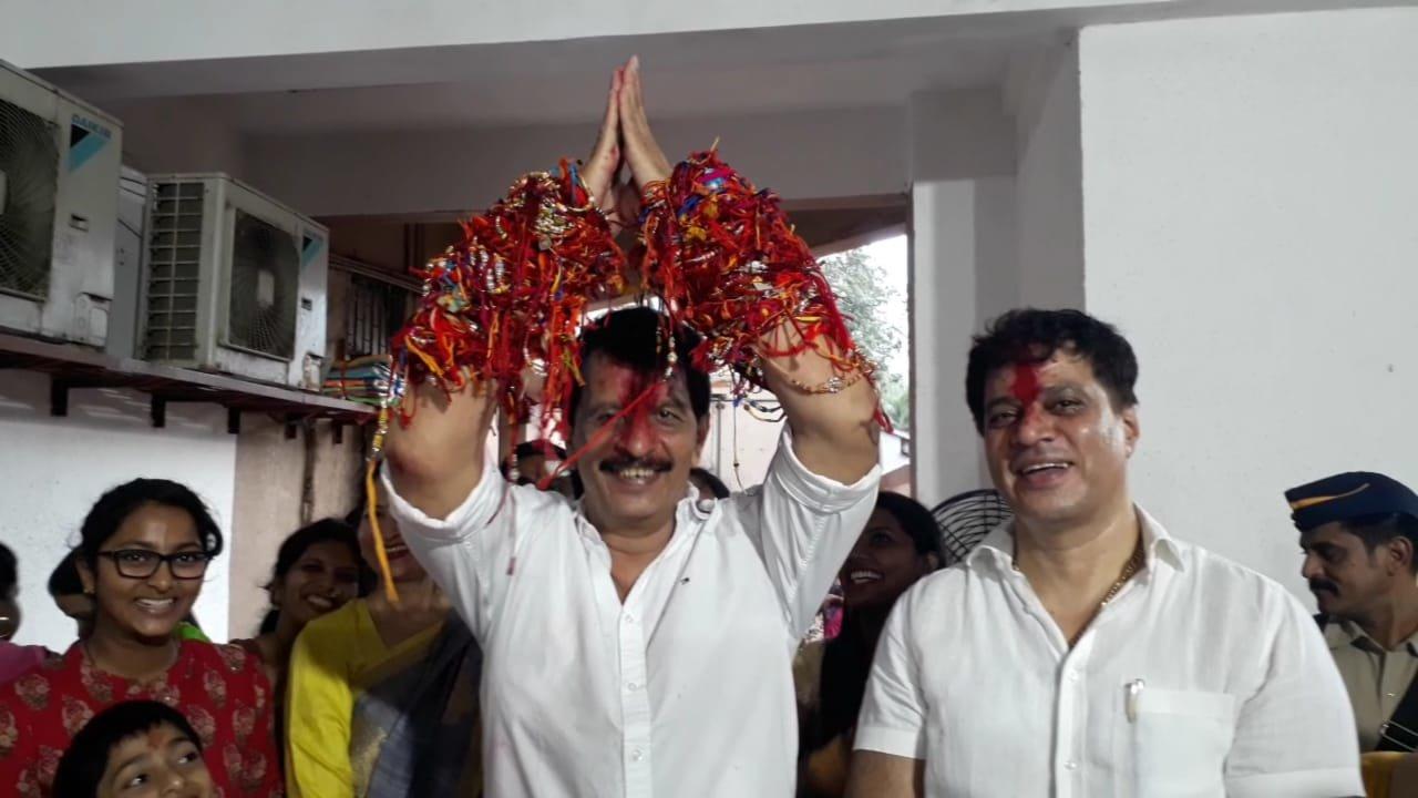 एनकाउंटर स्पेशलिस्ट प्रदीप शर्मा ने बंधवाई 12000 राखियां!