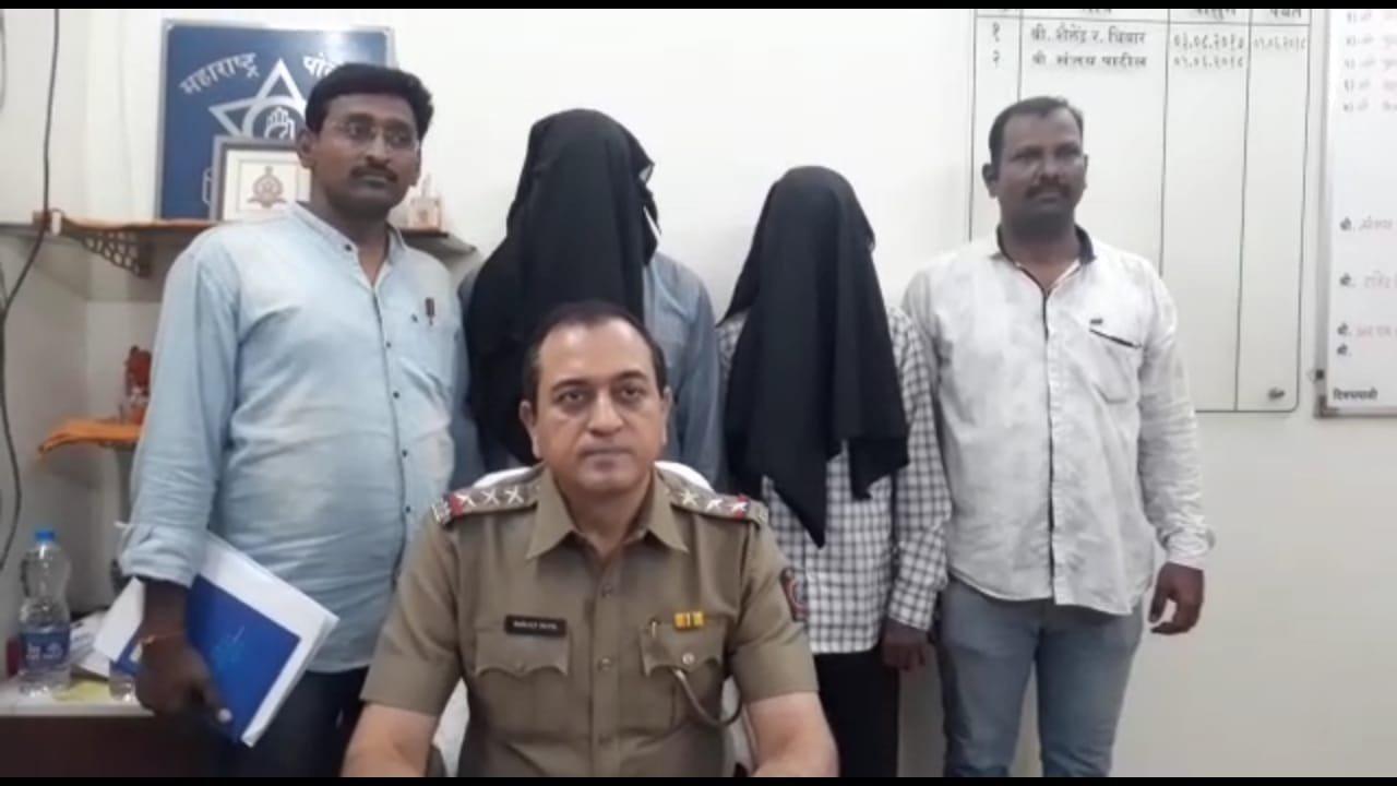 नकली टीसी और पुलिस बन कर रेलवे यात्रियों को लूटने वाले दो गिरफ्तार