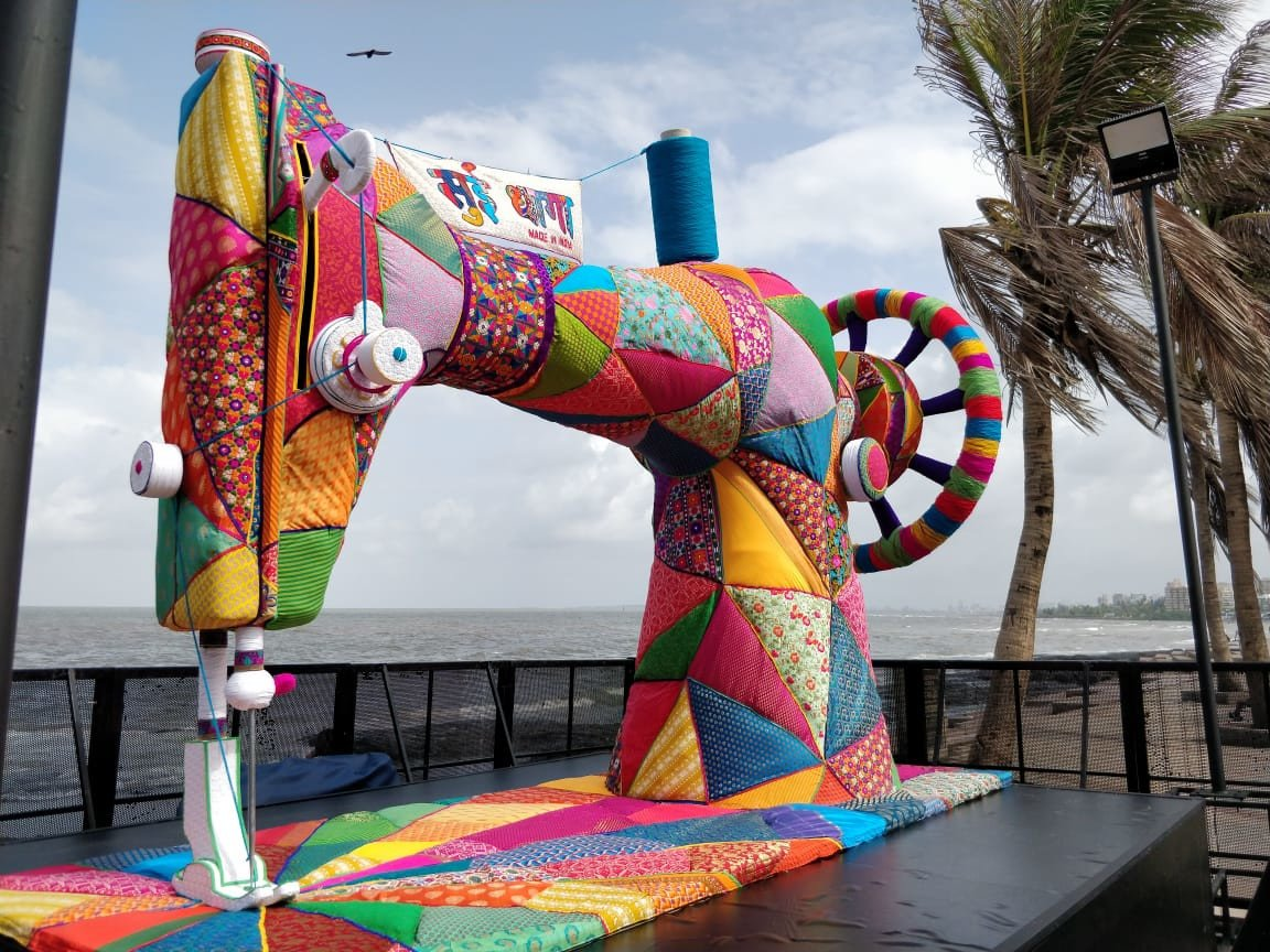 Anushka and Varun Yarn Bomb Iconic Mumbai spots to promote Sui Dhaaga