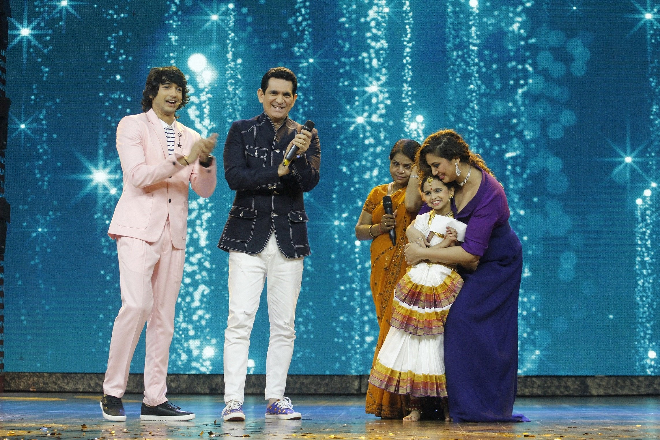 Omung Kumar signs India's Best Dramebaaz contestant Dipali Borkar for his next movie