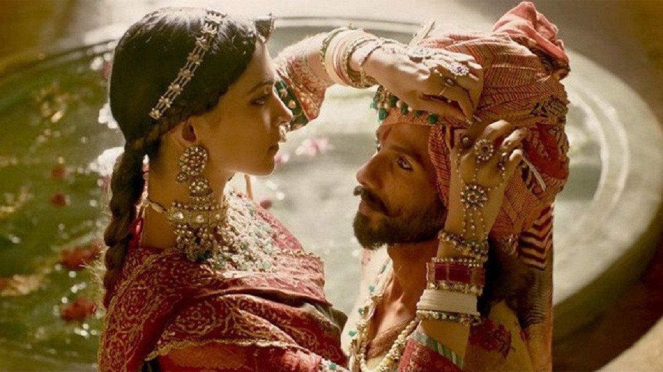 राजपूतों के पराक्रम और अलाउद्दीन के वहशीपन, गद्दारी की कहानी है 'पद्मावत'!
