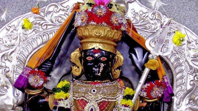 नवरात्रोत्सव विशेष: नवरात्रीत 'या' ९ मंदिरांना नक्की भेट द्या!