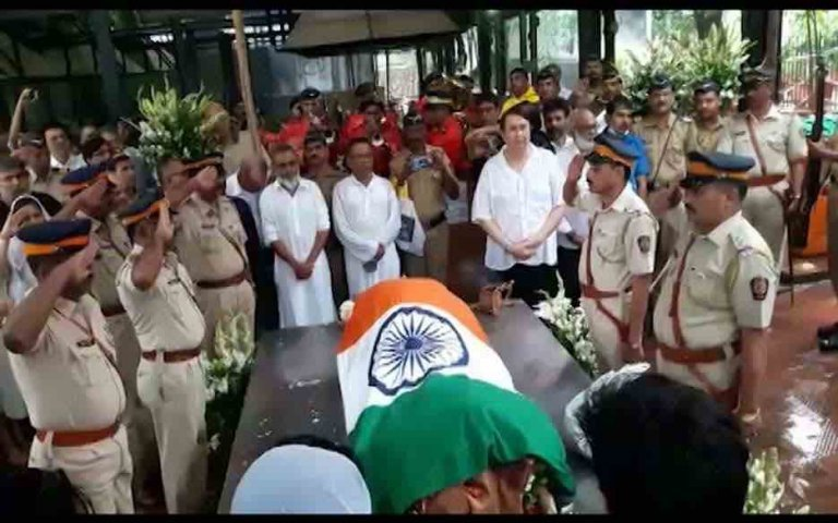 Shashi Kapoor funeral : Bollywood celebrities bids adieu to the evergreen actor
