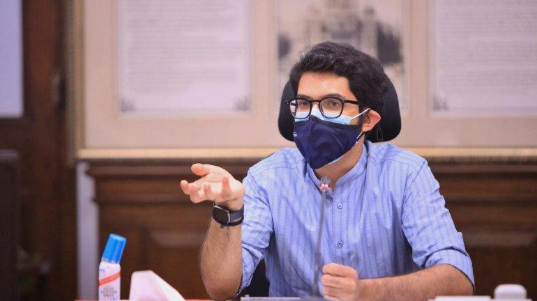 आदित्य ठाकरे ने बीएमसी को दी मुंबई में टीकाकरण में तेजी लाने की सलाह