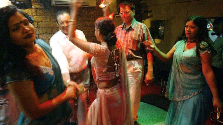 ठाणे नगर निगम ने 15 महिला बार सील किए