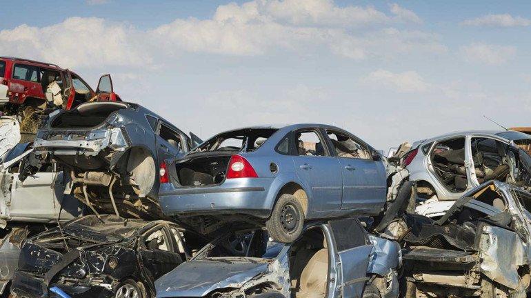 Budget 2021: जुन्या गाड्या भंगारात निघणार, वाचा, सरकारची नवी पाॅलिसी आहे तरी काय?