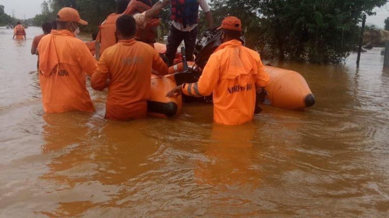 महाराष्ट्र के कई जिलों में बाढ़ की स्थिति, NDRF बचाव कार्य में जुटी