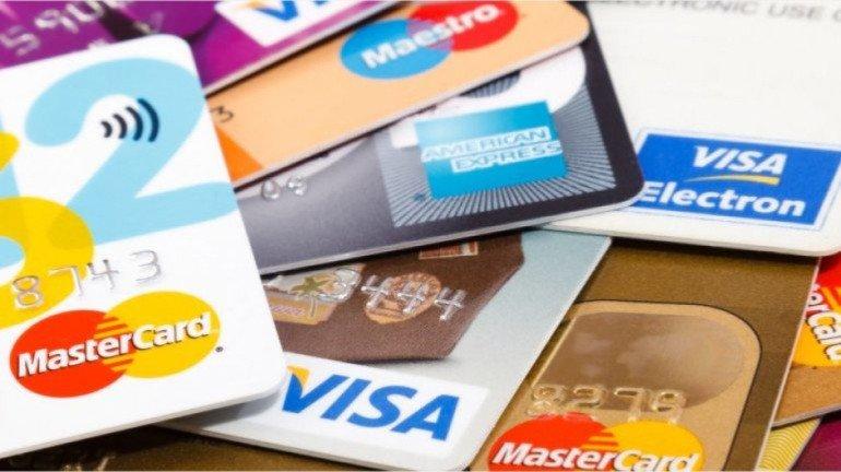 क्रेडिट कार्ड पर लगते है इतने सारे शुल्क, बैंक नही देते पूरी जानकारी