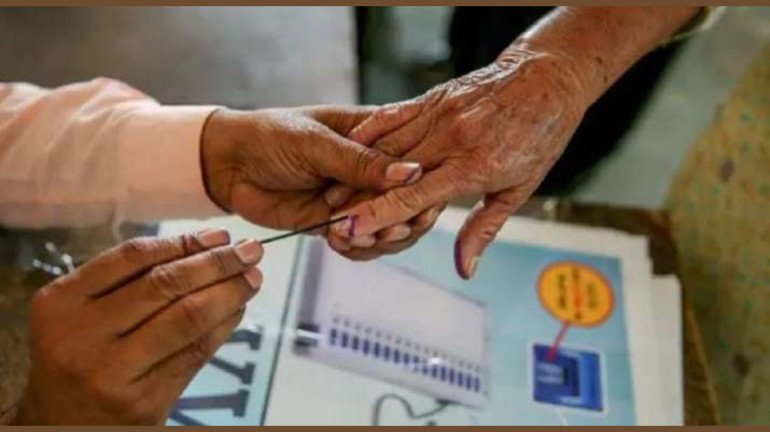 Maharashtra: State EC announces bypolls in 6 Zilla Parishad next month; State Govt urges to abolish OBC reservation