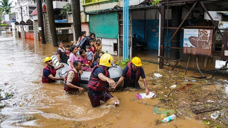 महाराष्ट्र: भारी बारिश की वजह से अब तक 300 लोगों की हो चुकी है मौत