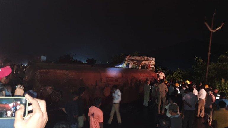 ठाणे: गायमुख ऑक्ट्रोई नाका के पास दुर्घटना के कारण घोडबंदर रोड पर भारी ट्रैफिक जाम