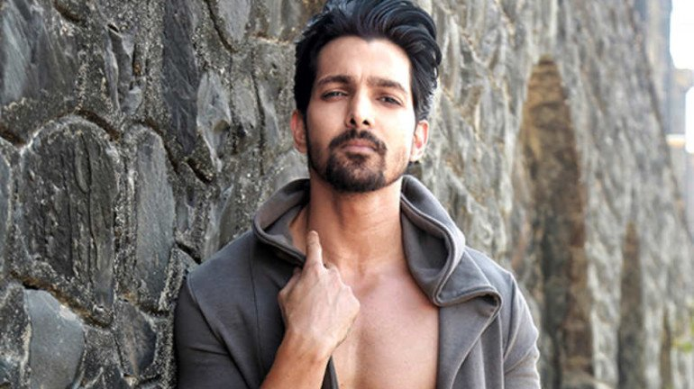 COVID-19: Harshvardhan Rane decided to sell off his Bike to buy Oxygen Concentrators