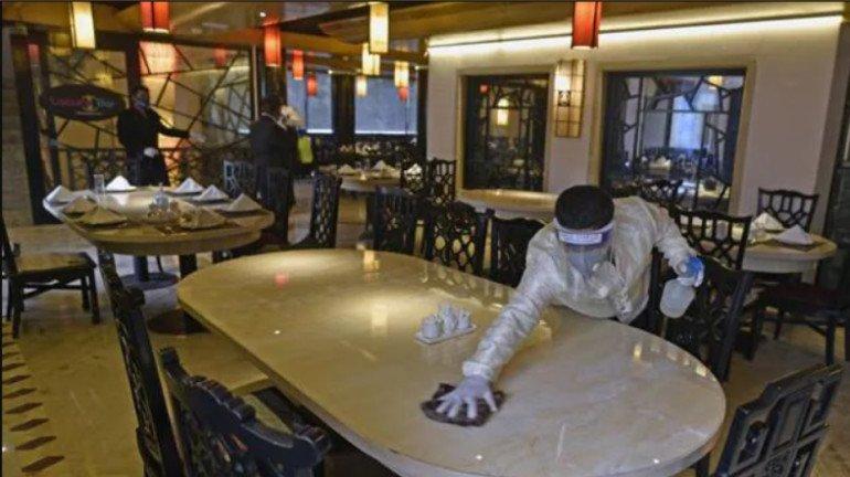रेस्टॉरंट्समध्ये जेवल्यानं कोविड -१९ पसरण्याचा धोका अधिक असतो का?