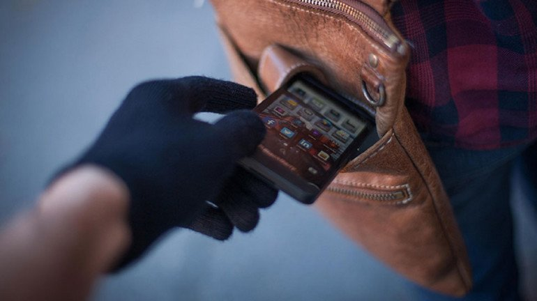 भक्तों को गणपति दर्शन करना पड़ रहा है भारी, मोबाइल चोरी की घटनाओं में वृद्धि