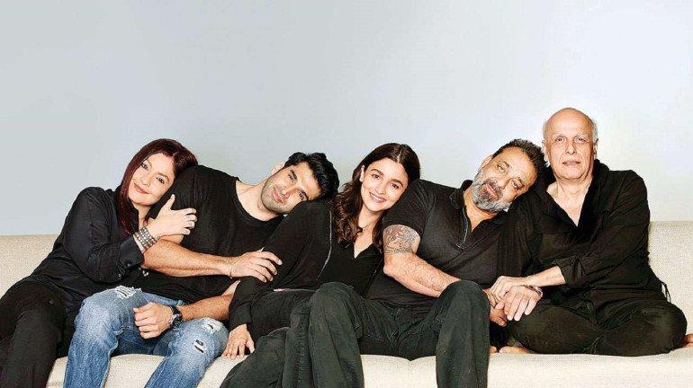 पहली बार आलिया को डायरेक्ट करेंगे महेश भट्ट, 'सड़क 2' का कारवां हुआ शुरु