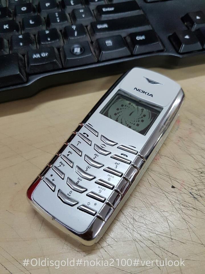 EXCLUSIVE : १२०० फोन्सचा मालक, 'नोकिया मॅन' आहे याची ओळख!